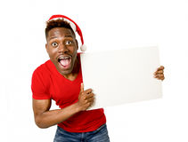 Homem afro-americano preto no espaço feliz de sorriso da cópia do quadro de avisos da placa da exibição do chapéu de Santa do Nat Fotos de Stock Royalty Free