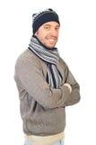 Homem alegre na roupa do inverno fotos de stock