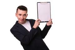 Homem amadurecido que indica para baixo no whiteboard isolado sobre o branco imagens de stock