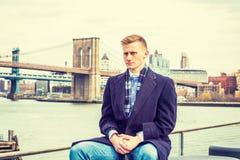 Homem americano novo que viaja em New York Fotos de Stock Royalty Free