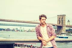 Homem americano novo que viaja em New York Foto de Stock