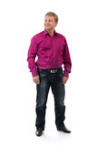 Homem 40 anos em um fundo branco em uma camisa roxa Fotos de Stock
