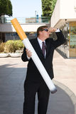 Homem anti-fumaça imagem de stock royalty free