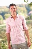 Homem ao ar livre no campo Fotografia de Stock Royalty Free