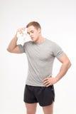 Homem após o exercício com toalha Fotos de Stock