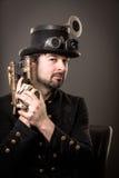 Homem armado do punk do vapor Foto de Stock