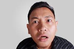 Homem asiático chocado com a boca aberta Foto de Stock Royalty Free