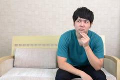 Homem asiático inquieto imagem de stock