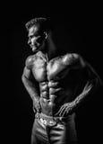 Homem atlético considerável muito muscular imagens de stock royalty free