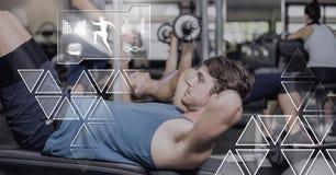 Homem atlético do ajuste no gym com relação da saúde foto de stock