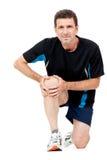 Homem atrativo adulto na dor de ferimento da dor do joelho do sportswear isolado foto de stock royalty free