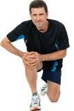 Homem atrativo adulto na dor de ferimento da dor do joelho do sportswear isolado fotos de stock royalty free