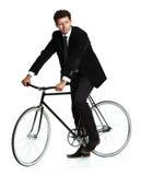 Homem atrativo em um terno clássico com uma bicicleta em um branco Imagens de Stock Royalty Free