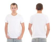 Homem atrativo novo no t-shirt branco isolado fotos de stock