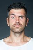 Homem barbeado com cerda fotografia de stock