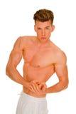Homem Bare-chested que mostra os músculos imagens de stock royalty free