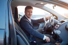 Homem bem sucedido no carro fotos de stock royalty free