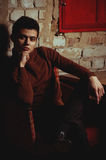 Homem bonito na roupa elegante Fotografia de Stock
