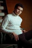 Homem bonito na roupa elegante Imagem de Stock