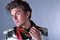 Homem bonito na roupa exclusiva do projeto Imagem de Stock Royalty Free