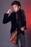 Homem bonito na roupa exclusiva do projeto Fotos de Stock Royalty Free