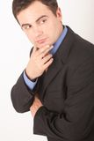 Homem branco de escuta do Active no terno fotografia de stock royalty free