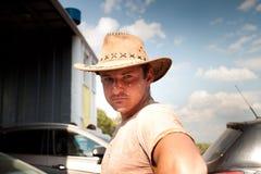 Homem brutal em um chapéu de vaqueiro Foto de Stock Royalty Free