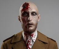 Homem calvo com uma cabeça quebrada Foto de Stock Royalty Free