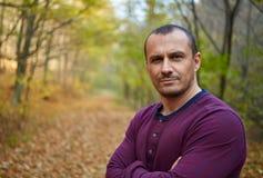 Homem caucasiano considerável em seu 40s Fotos de Stock Royalty Free
