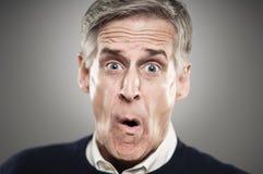 Homem caucasiano maduro que viu algo terrível imagem de stock