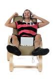 Homem caucasiano novo considerável, música de escuta. foto de stock