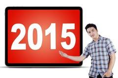 Homem caucasiano que indica os números 2015 Imagem de Stock
