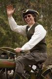 Homem colonial que monta uma motocicleta Imagens de Stock Royalty Free