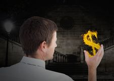 homem com ícone dolar do fogo disponível na cidade na noite Fotografia de Stock Royalty Free