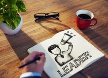 Homem com almofada de nota e conceitos da liderança fotografia de stock