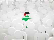 Homem com a bandeira de Western Sahara em uma multidão ilustração do vetor