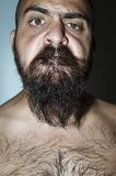 Homem com a barba com expressões frightening Fotos de Stock Royalty Free