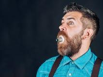 Homem com barba Moderno maduro com barba Homem brutal farpado Moderno caucasiano brutal com bigode Homem bearded foto de stock