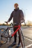 Homem com bicicleta da estrada Fotos de Stock