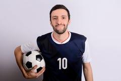 Homem com bola do futebol fotos de stock royalty free