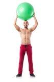 Homem com a bola suíça que faz exercícios Foto de Stock Royalty Free