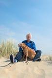 Homem com cão Fotos de Stock