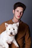Homem com cão branco Foto de Stock