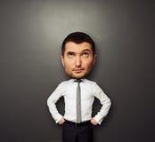 Homem com a cabeça grande que olha acima Fotos de Stock