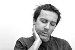 Homem com a cara inchada que sofre da dor de dente Fotos de Stock Royalty Free