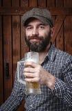 Homem com cerveja foto de stock royalty free