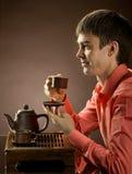 Homem com chá Imagem de Stock