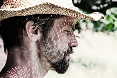Homem com chapéu do verão Fotos de Stock