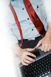 Homem com computador portátil fotos de stock royalty free