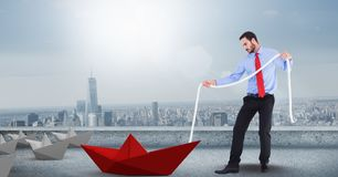 Homem com a corda que puxa o barco do papel 3d Imagem de Stock Royalty Free